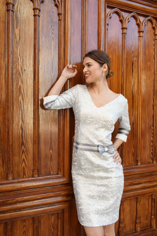 Vestido con lentejuelas en color plata