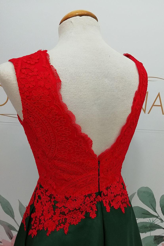 Vestido corto de capa cola y cuerpo de encaje. - Foto 3