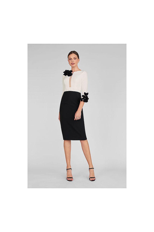 Producto: Vestido corto María Lago pétalos hombro y puño
