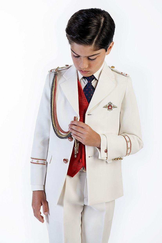 Producto: Traje almirante en color blanco con detalles rojos