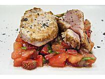 Restaurante-Bar La Cruz<br> Tarta de tomate con mar o tierra<br> C/ La Monja, 89<br> * Cerrado: Jueves