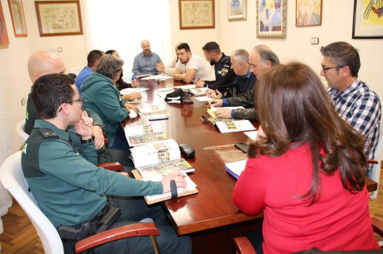 Reunión para velar por la seguridad en Semana Santa